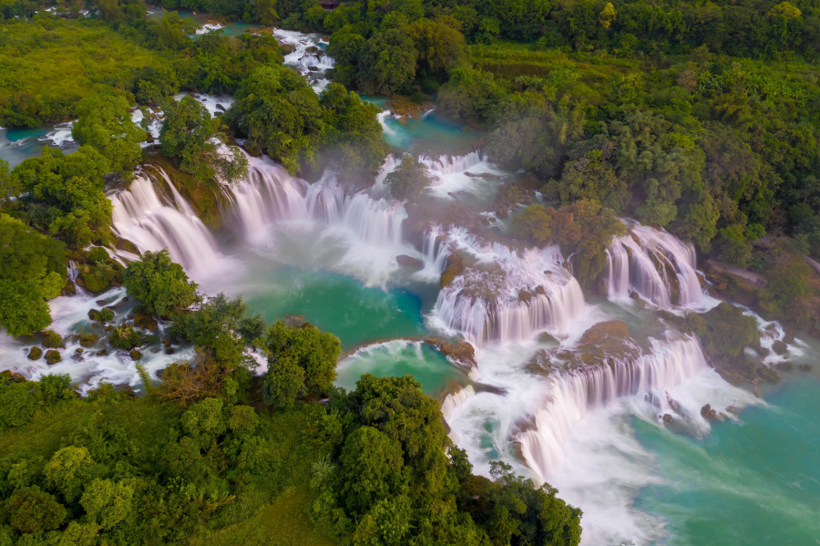 Ban Gioc Waterfall is a place not to be missed when traveling to Cao Bang.